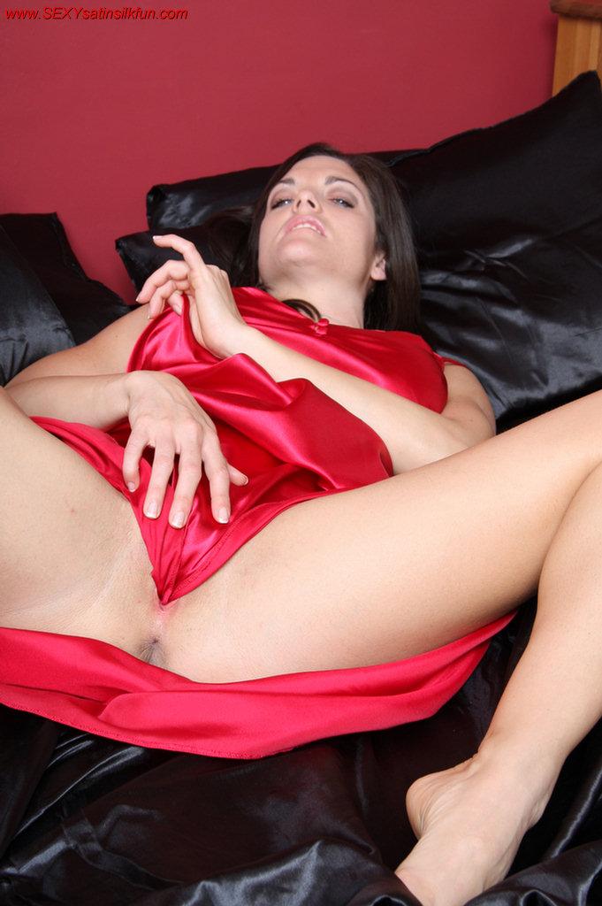 Pretty Desi Model Masturbates In Expensive Satin Undies 1